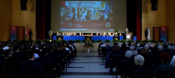 2015.09.14. kezdodik a tanev a foiskolan