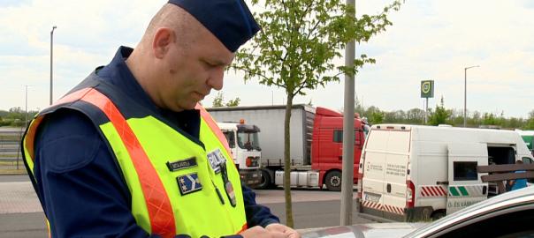 Migránsokat is kerestek a rendőrök az M3-as sztrádánM3 Kálmánháza - Mindenkit letereltek a kálmánházi pihenőbe. A szokásos ellenőrzés mellett illegális menekülteket is kerestek a megyei rendőrök.