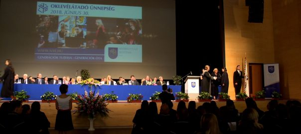 250 diák vette át oklevelét a Nyíregyházi Egyetem diplomaosztóján szombaton.
