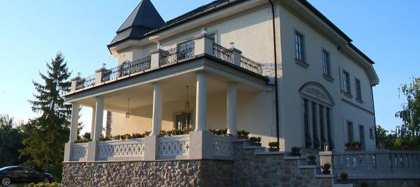 Bencs Villa
