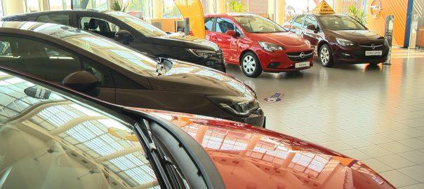 Több mint harminc százalékkal nőtt az új autók eladása idén tavalyhoz képest.