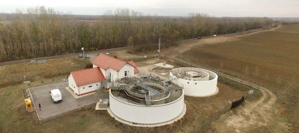 Közel másfél milliárd forintból építik ki Tiszadadán a szennyvízelvezető hálózatot.