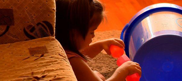 Nevelőszülőket keres az Oltalom Szeretetszolgálat a család nélkül maradt gyermekek befogadására.