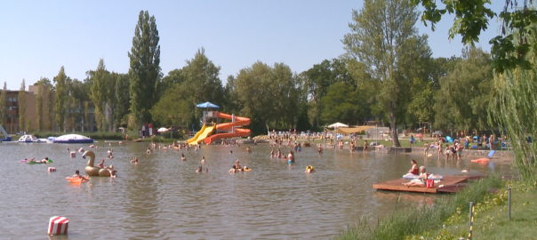 Kiváló a víz a Tófürdőben, amelyet az elmúlt napokban rengeteg vendég fel is keresett, köszönhetően a jó időnek.