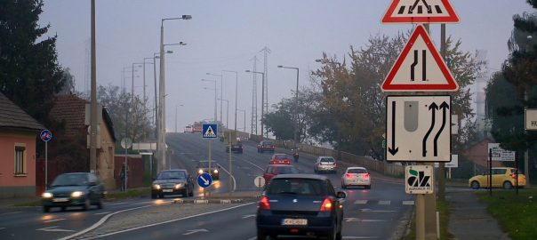 Ősszel még nagyobb jelentősége van a jó látásnak és láthatóságnak az utakon: ködös, párás időben könnyebben történhet baleset, ha nem megfelelően működnek a járművek világító-jelzőberendezései.